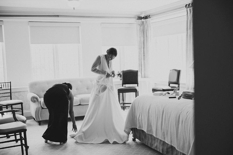 bride getting ready at hamilton farm golf club wedding